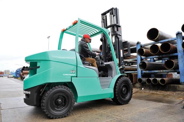 Xe nang hang Diesel 4 tan – 5,5 tan